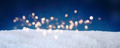 Céu azul do inverno com neve Fotos de Stock Royalty Free