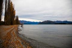 Céu azul do lago em Nova Zelândia fotos de stock