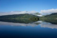 Céu azul e água Imagem de Stock Royalty Free