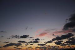Céu azul e alaranjado claro após o por do sol Imagem de Stock