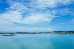 Céu azul e mar imagens de stock royalty free