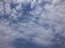 Céu azul e nuvem Fotos de Stock