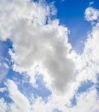 Céu azul e nuvem branca Foto de Stock