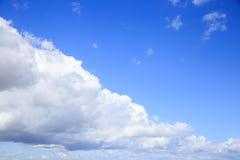 Céu azul e nuvem branca Imagens de Stock Royalty Free