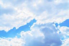 Céu azul e nuvem branca Imagens de Stock