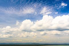 Céu azul e nuvem de opinião natural bonita do céu Imagens de Stock