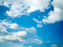 Céu azul e nuvens Fotos de Stock