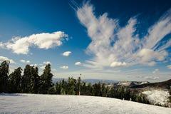 Céu azul e nuvens brancas imagem de stock royalty free