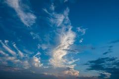 Céu azul e nuvens brancas, céus azuis Fotografia de Stock Royalty Free