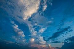 Céu azul e nuvens brancas, céus azuis fotos de stock royalty free