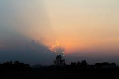 Céu azul e nuvens céu e nuvem calmos no dia do bom tempo Imagens de Stock Royalty Free
