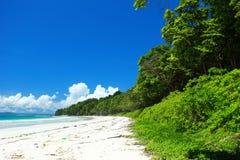 Céu azul e nuvens na ilha de Havelock. Ilhas de Andaman, Índia Imagem de Stock