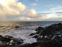 Céu azul e o mar imagem de stock