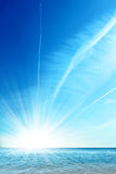 Céu azul e oceano Fotos de Stock Royalty Free