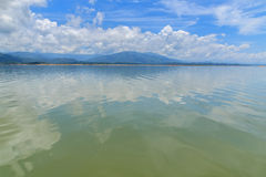 Céu azul e rios Foto de Stock