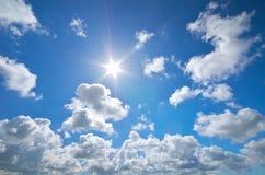 Céu azul e sol profundos do verão Fotos de Stock