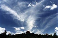 Céu azul e templo chinês Imagem de Stock Royalty Free