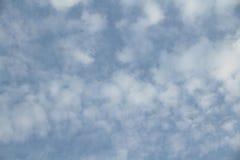 Céu azul em nebuloso Foto de Stock
