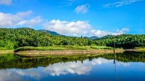 Céu azul, espelho Imagens de Stock