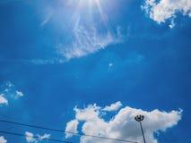 Céu azul idílico imagens de stock royalty free