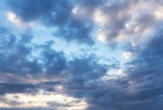 Céu azul nebuloso Foto de Stock Royalty Free