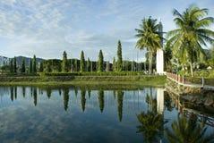Céu azul no lago Imagem de Stock