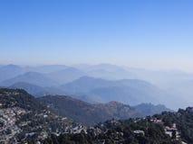 Céu azul, nuvem e montes na Índia Imagem de Stock
