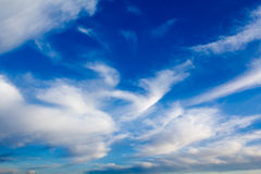 Céu azul profundo imagens de stock