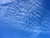 Céu azul profundo fotografia de stock