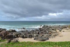 Céu azul que pendura sobre o mar Imagens de Stock