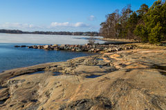 Céu azul sobre a costa do oceano Fotografia de Stock Royalty Free