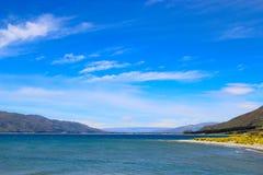 Céu azul sobre o lago Hawea Fotografia de Stock