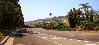 Céu azul sobre o título da estrada da estrada da Costa do Pacífico em Laguna Bea Fotos de Stock Royalty Free