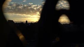Céu bonito do por do sol na cidade 1 filme