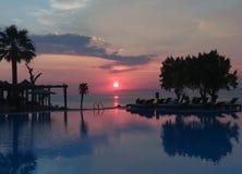 Céu bonito do por do sol na praia da ilha do Rodes Imagens de Stock