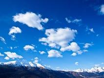 Céu bonito sobre os alpes Imagens de Stock Royalty Free