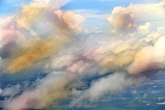 Céu branco da nuvem na atitude de nível elevado, vista da janela airplan Imagens de Stock Royalty Free