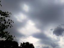 Céu cinzento e nuvens escuras Imagem de Stock Royalty Free