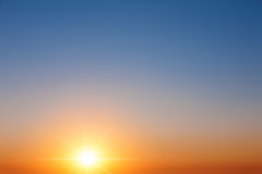 Céu claro imediatamente depois do nascer do sol Fotos de Stock