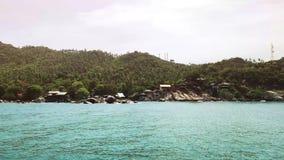 Céu claro no dia ensolarado do fundo da opinião lateral de mar, vídeos de arquivo