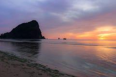 Céu colorido no nascer do sol Foto de Stock Royalty Free