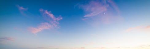 Céu colorido no por do sol fotos de stock royalty free