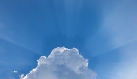 Céu com as nuvens no fundo Fotos de Stock