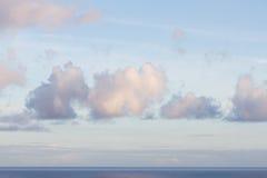 Céu com as nuvens no nascer do sol fotografia de stock royalty free