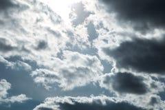 Céu com nuvens e sol Fotografia de Stock Royalty Free