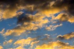 Céu com nuvens escuras foto de stock