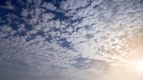 Céu com o nebuloso no alvorecer Fotografia de Stock Royalty Free