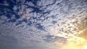 Céu com o nebuloso no alvorecer Foto de Stock