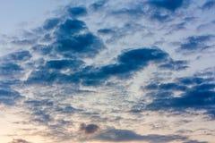 Céu completamente com nuvens Fotos de Stock Royalty Free