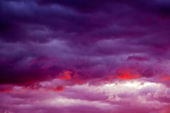 Céu cor-de-rosa e roxo foto de stock royalty free